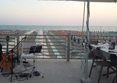 Puccio: chitarra e voce cena con musica dal vivo al ristorante del Bagno Lido Blu (Lido di Camaiore) 06 Luglio 2019