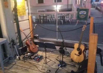 Puccio's Banda duo acustico musica dal vivo al New The Bridge di Lido di Camaiore