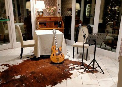 Puccio's Banda solista Puccio musica dal vivo chitarra e voce ristorante Elefante Marino Torre del Lago