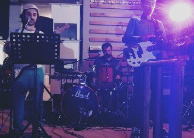 Puccio's Banda Trio basso chitarra e voce batteria musica pop rock n roll Trio Burla 2020 Torre del Lago